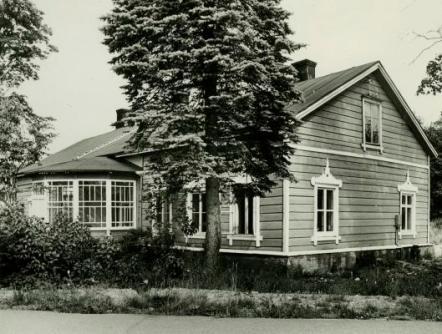 Prijuutti kuvattuna 1970–80-lukujen taitteessa, jolloin talossa toimi keramiikkapaja. Kuva Tuusulan museo
