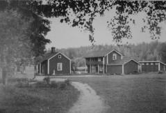 Prijuutin piharakennuksia ennen 1960-lukua. Kuva Tuusulan museo